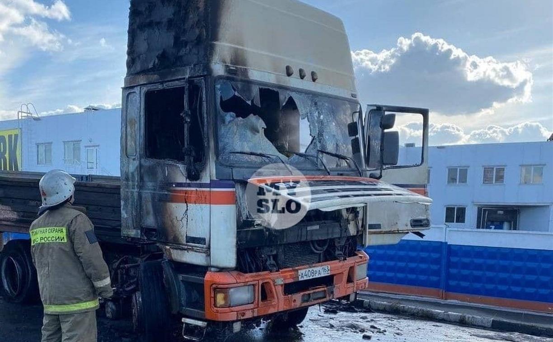 На парковке тульского супермаркета у грузовика взорвался бензобак