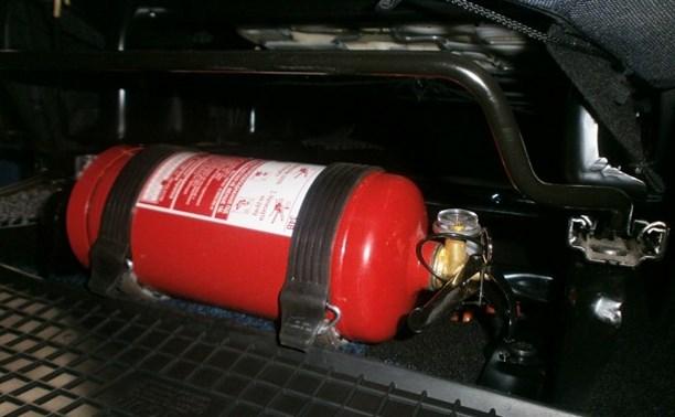 Сотрудников ГИБДД хотят наделить полномочиями проверять качество огнетушителей в машинах