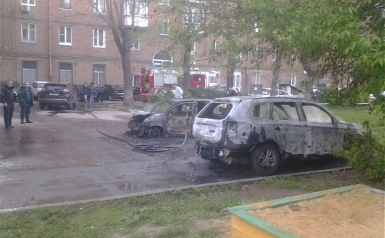 Житель Новомосковска не прошел фейсконтроль в клубе и начал жечь чужие машины