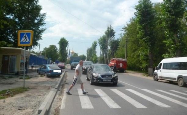 Водитель «Ниссана» сбил двух 16-летних девочек на пешеходном переходе