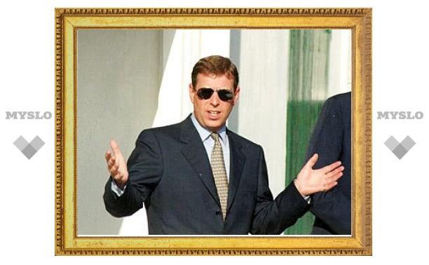 Принц Эндрю сбил полицейского при въезде в Букингемский дворец