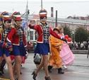 По городу прошел карнавал