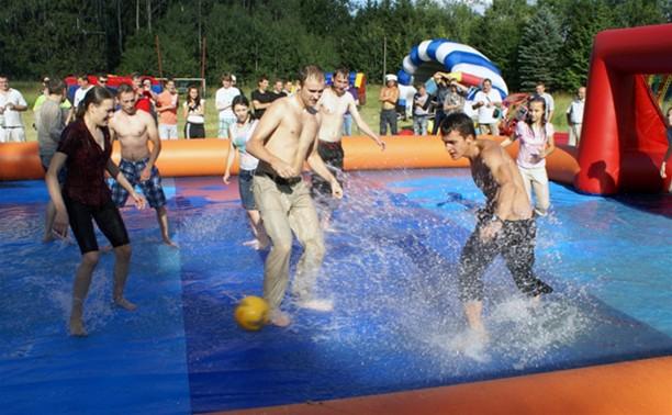 День молодежи в Ленинском районе отметили необычным футболом