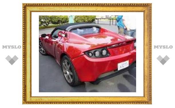 Спортивные электромобили Tesla: 800 машин в дебютном году