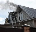 На ул. Николая Руднева в Туле загорелся двухэтажный дом