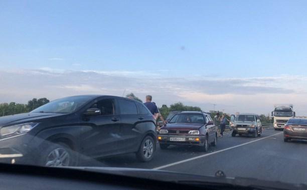 В Туле на Калужском шоссе столкнулись четыре машины