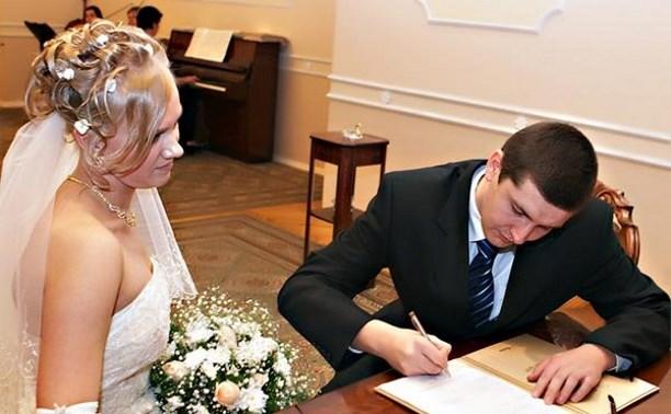 Судебные приставы: Запрет на брак из-за долгов – крайне дискуссионная мера
