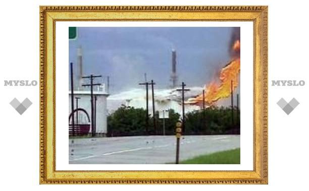 Молния зажгла нефтеперерабатывающий завод в Оклахоме