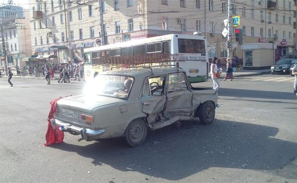 На Красноармейском проспекте разбились «Форд» и «Жигули»