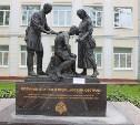 Участники «Бегущего города» испачкали памятник военным врачам и медицинским сестрам