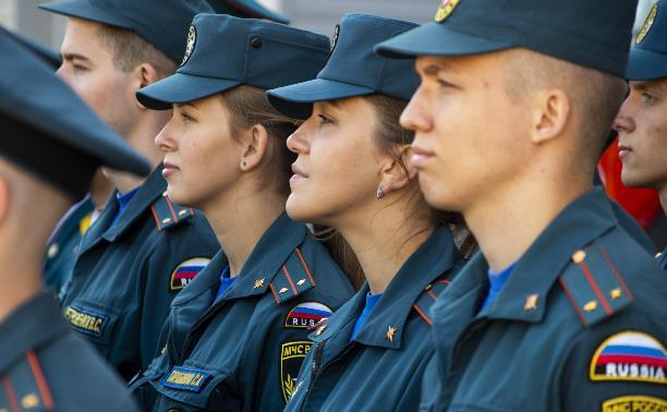 Молодые сотрудники тульского МЧС в торжественной обстановке приняли присягу: фоторепортаж
