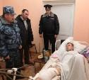 Глава тульской полиции Сергей Галкин навестил раненного в Каменском районе полицейского