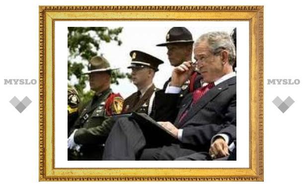 Буш продлил санкции против Лукашенко и его окружения