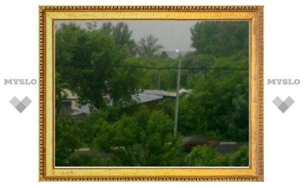 В Туле из-за урагана сорвало крышу со склада