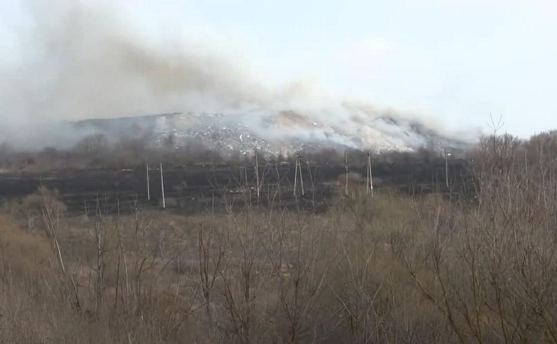В Ефремове спасатели сутки боролись с масштабным пожаром на мусорном полигоне