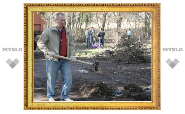 Михаил Иванцов убирал стадион от грязи