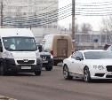 На Зареченском мосту столкнулись маршрутка и Bentley