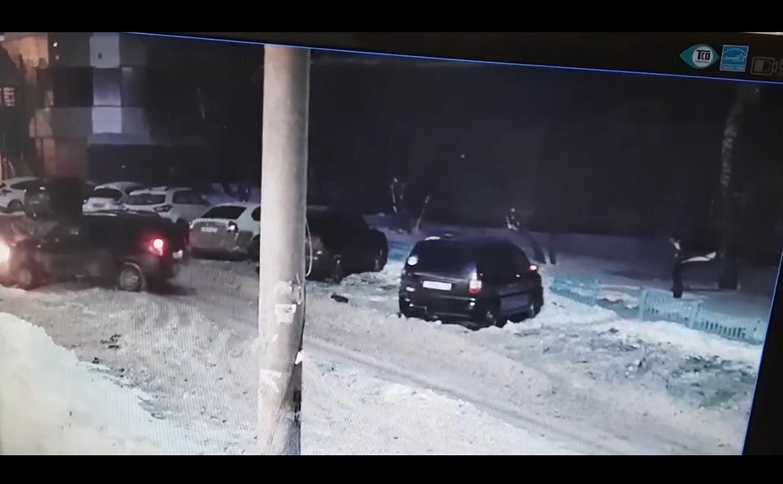 Туляки ищут Renault Duster, врезавшийся в две припаркованные машины