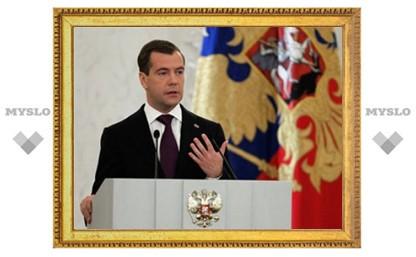 Медведев поручил Нургалиеву увольнять сотрудников за ложные декларации