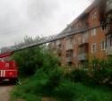 Пожарные спасли человека из горящей квартиры в Алексине