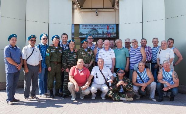 Ветераны Афганской войны отметили День ВДВ в тульском Музее оружия