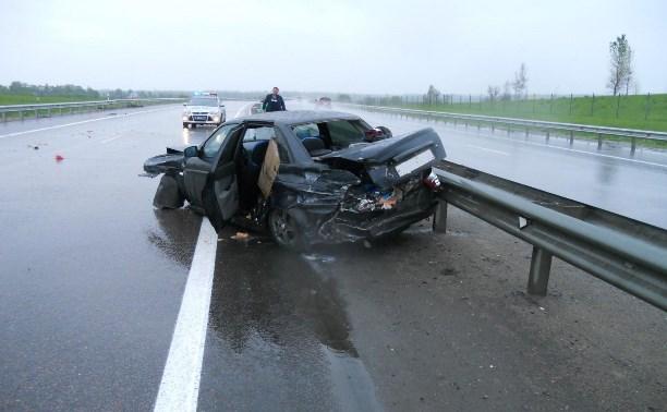 На М4 водитель ВАЗа врезался в дорожное ограждение