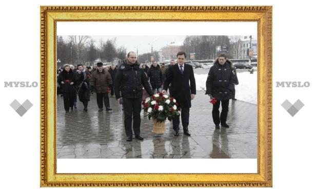 Владимир Груздев возложил цветы к Вечному огню в Туле