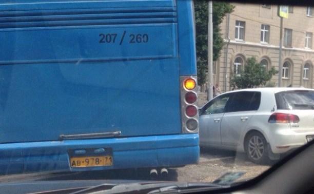 Авария на ул. Болдина: трамвайные пути перекрыты