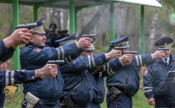 Комитет Госдумы по безопасности считает оправданным разрешить полицейским стрелять в женщин