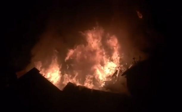 Ночью на ул. Декабристов сгорел частный дом