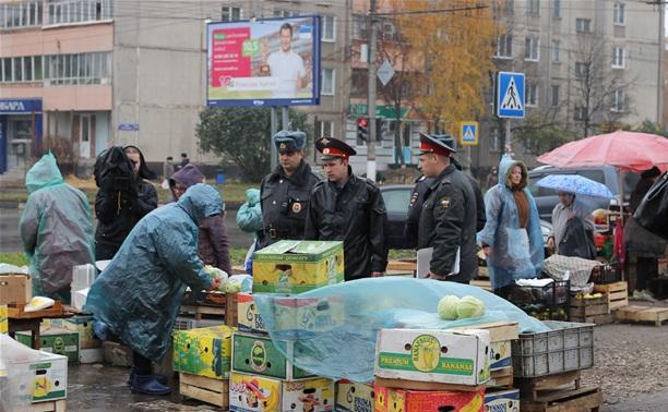Полиция и администрация разогнали стихийный рынок на ул. Пузакова