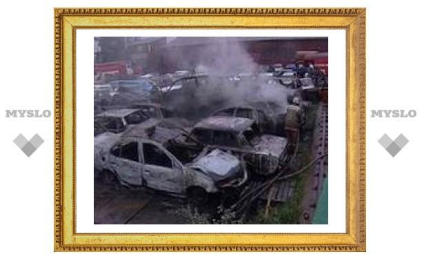На штрафстоянке в Екатеринбурге сгорели 32 машины