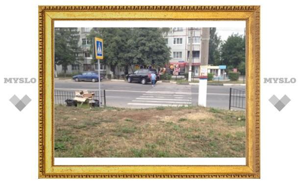 """На переходе """"в никуда"""" убрали забор - теперь он упирается в газон"""
