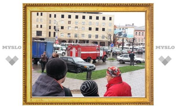 В Туле полиция ищет сообщившего о взрывчатке возле торгового центра