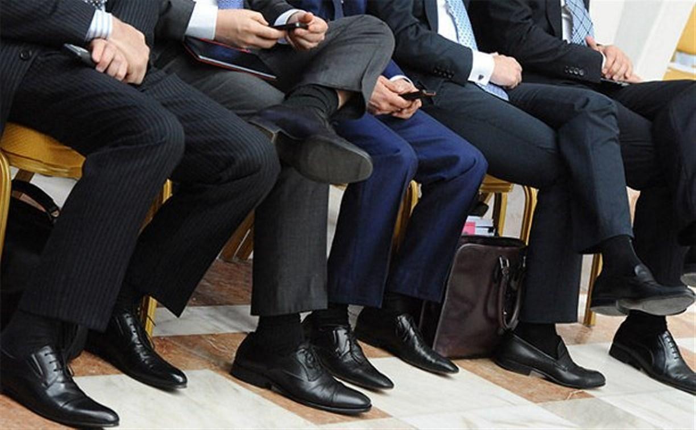 Чиновников с долгами хотят отстранять от работы и лишать зарплаты