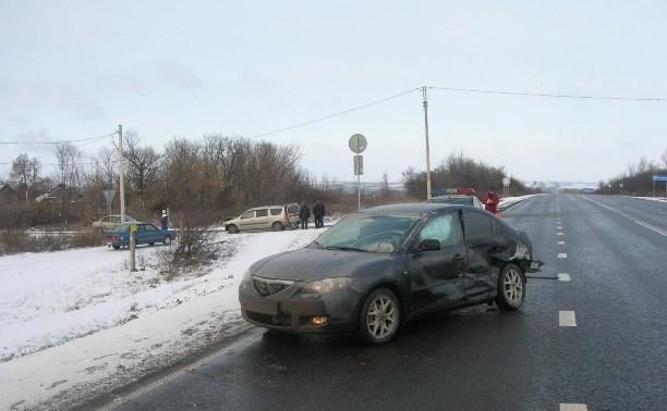 Водитель автомобиля Mazda получил травмы в аварии на трассе «Дон»
