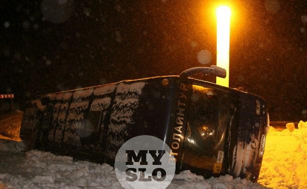 Автобус с детьми съехал в кювет под Тулой: фото и видео с места происшествия