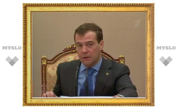 Медведев не нашел медкабинетов в каждой третьей российской школе