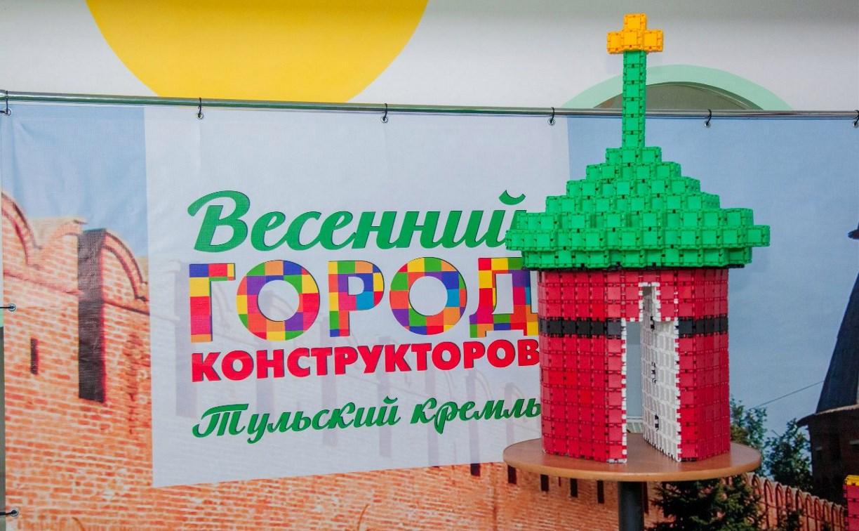 Макет башни Тульского кремля из конструктора отправился в путешествие по России