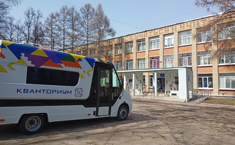 Мобильный «Кванториум» привез в отдаленные школы Тульской области технологии будущего
