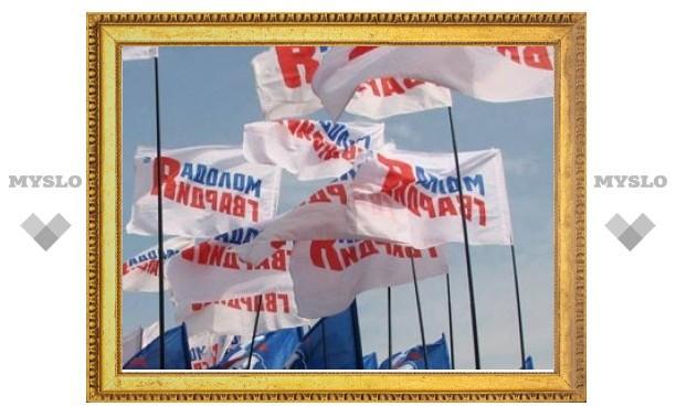 """Активистов МГЕР закидали водяными """"бомбочками"""" на пикете у офиса ЛДПР"""