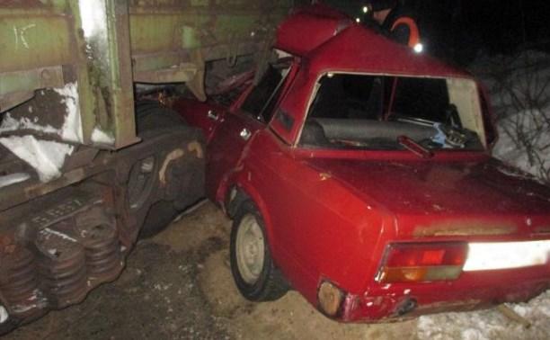 В Тульской области «семерка» попала под поезд