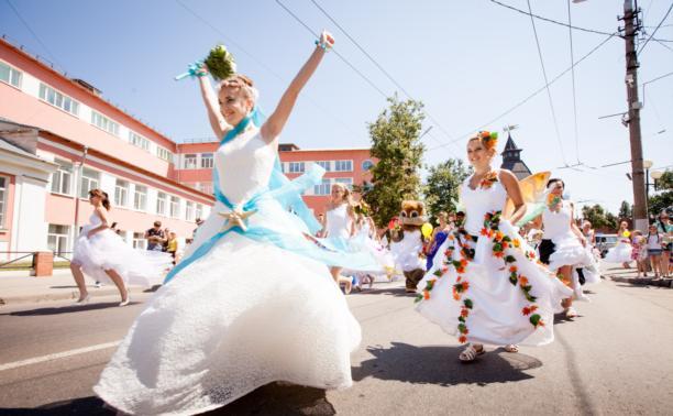 По Туле в шестой раз прошёл белоснежный Парад невест