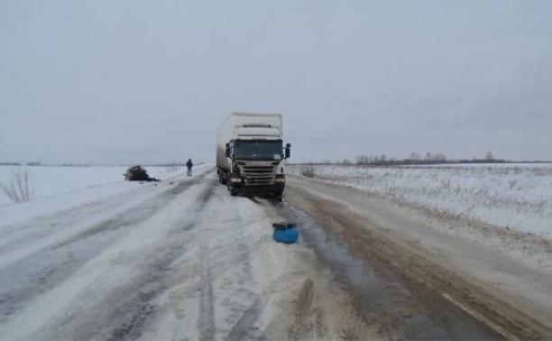 В Узловском районе «Лада Гранта» столкнулась с грузовиком «Скания»