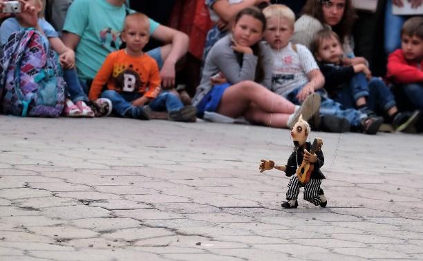 «Театральный дворик-2017»: цирк марионеток, шоу огня и испанские барабанщики