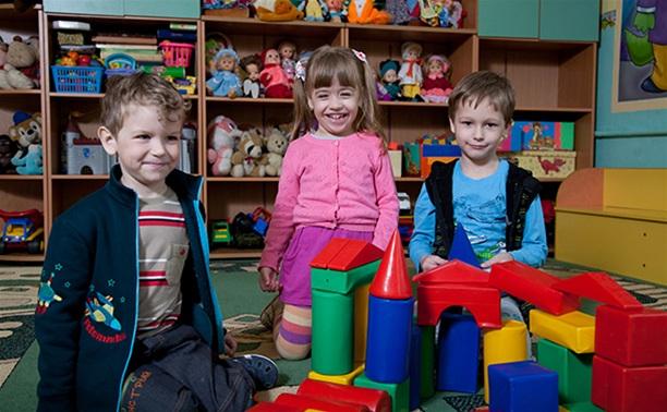 Около 7 000 детей стоят в очереди в детские сады Тульской области