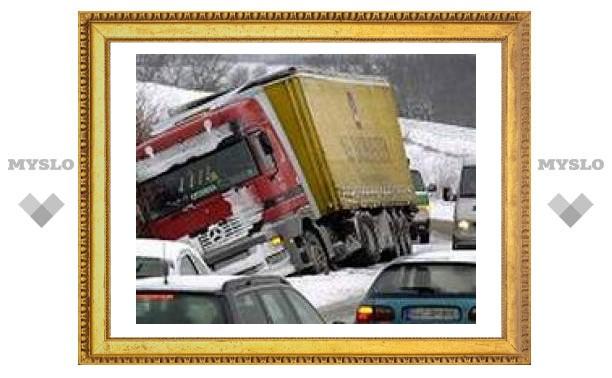 В утренних пробках виноваты снег и горе-водители?