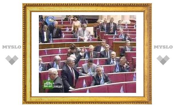 Украинские депутаты решили не менять регламент Рады