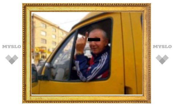 В Туле водитель маршрутки набросился на гаишника