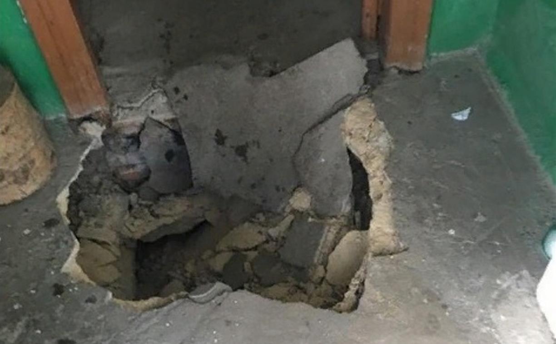 В доме на ул. Машинистов в Туле под одним из жителей провалился бетонный пол